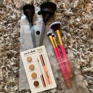 MAKEUP BUNDLE💋 concealer and brushes
